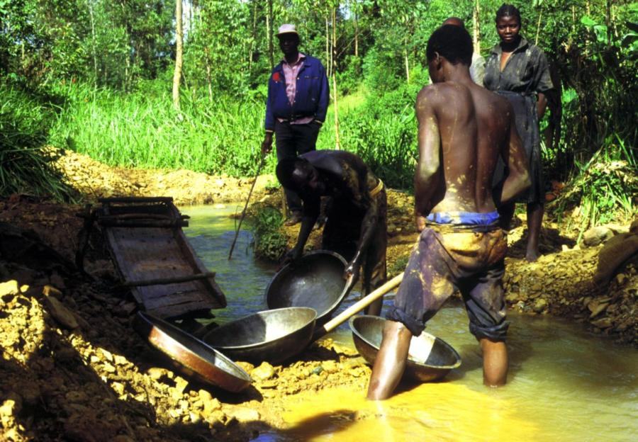 Gold washing in Kenya